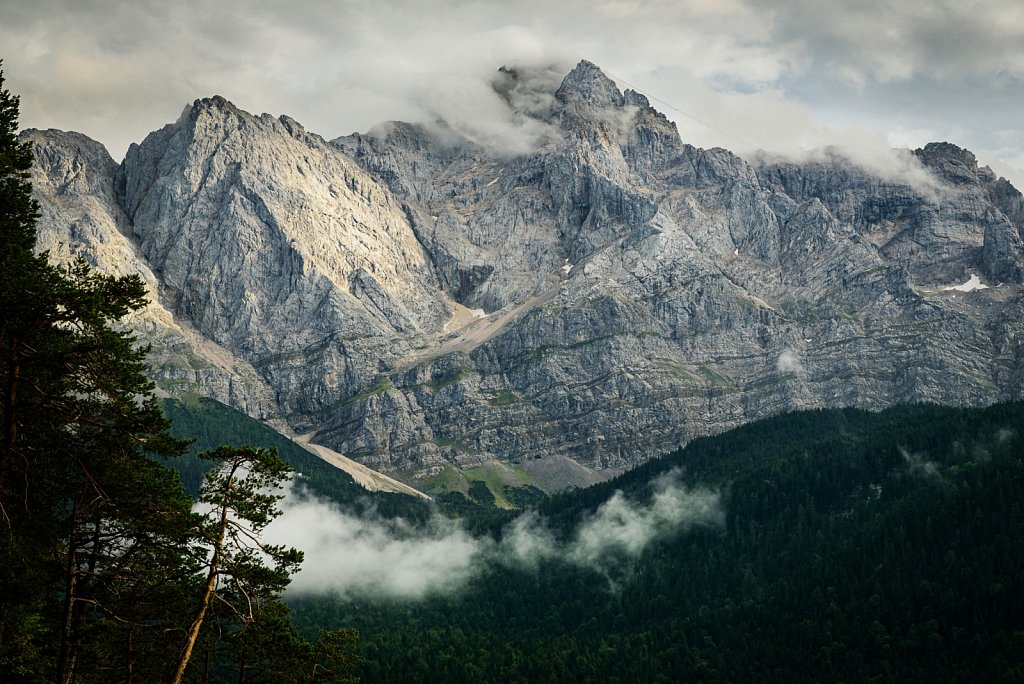 Bewölkte Berge