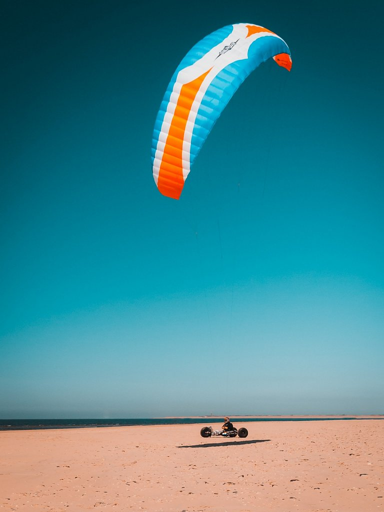 Buggykiting am Strand