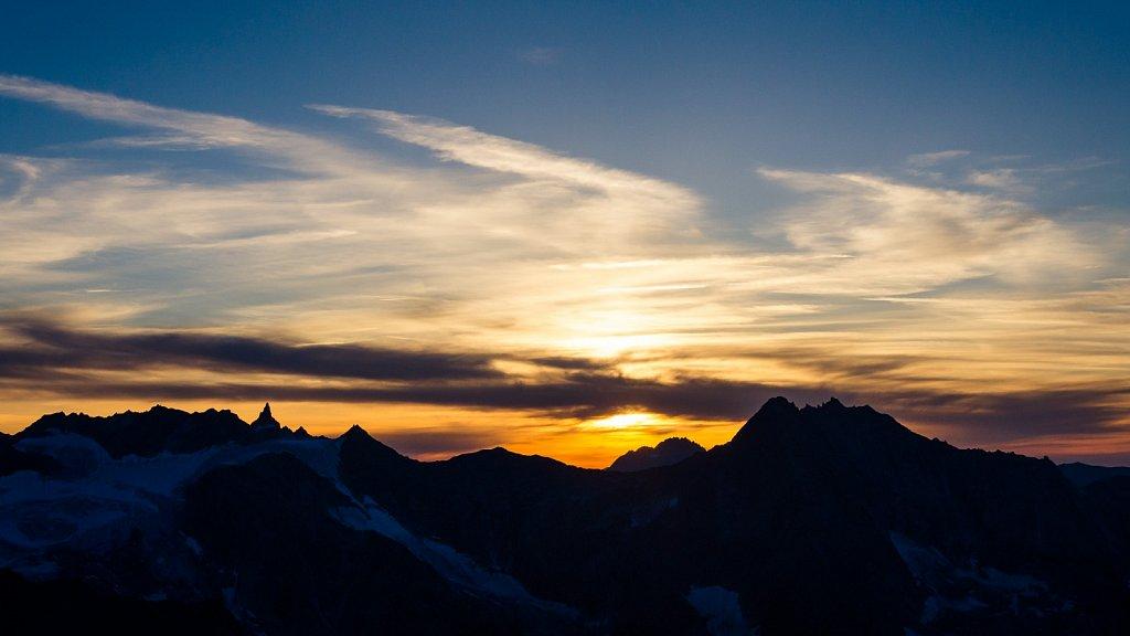Sonnuneuntergang in den Alpen